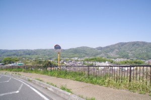 生駒山方面を望む(歓喜乃湯 足湯付近)