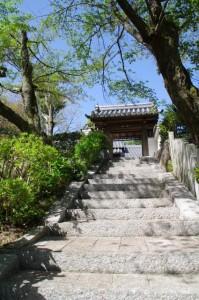 榁木山弘法大師堂の山門
