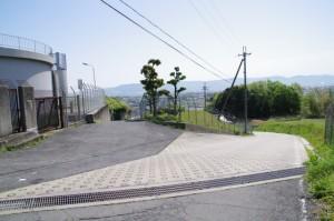大和田配水池前の分岐(左側が国道308号線)