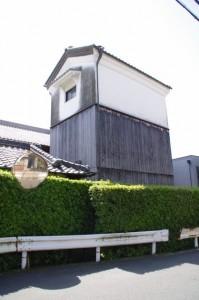三階建の蔵(大塩昭山赤膚焼き窯元付近)