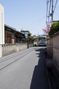東坂バス停近くの交差点から第二阪奈道への途中