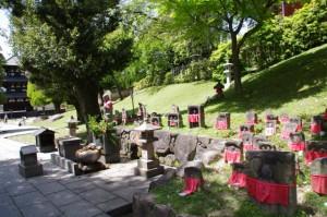 三重塔と石仏(興福寺)