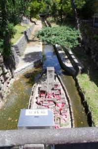 率川橋下の石仏