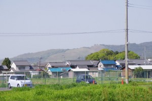 左後方に見える若草山、5236ポイント付近(近鉄てくてく伊本-4まっぷ)