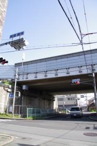 西名阪自動車道のガード