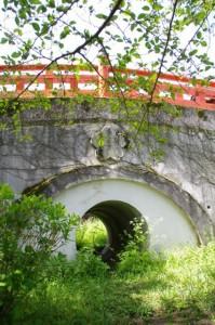 大橋の側面