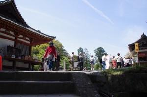 蔵王堂へ(金峯山寺)