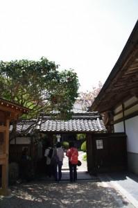 竹林院群芳園への入口(拝観受付)