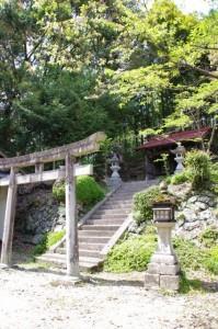 世尊寺跡・三郎鐘への分岐付近の神社