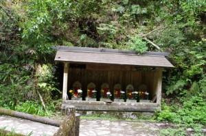谷筋の橋付近の地蔵(如意輪寺から吉水神社へ)
