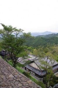 金峯山寺(下り)側道からの遠望