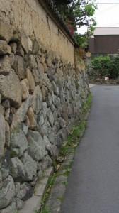 高砂橋付近の石垣、土塀