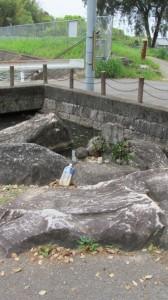 前池付近の道祖神