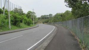 競技場沿いの道路(下り)