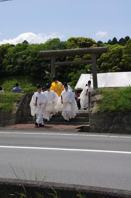 御田植初式(神宮神田から大土御祖神社へ)