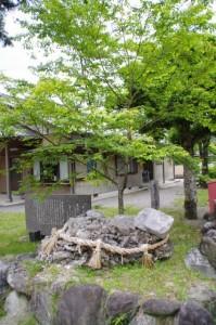 さざれ石(水屋神社)