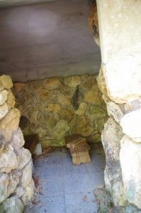 おうむ岩の語り場