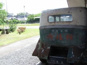 道標と馬車(二見公民館横)