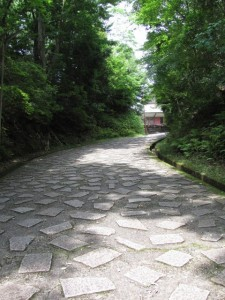 神宮文庫への坂道