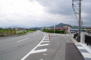 津村町交差点手前のY字路