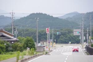 津村町交差点付近のコンビニ