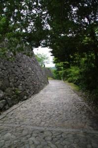 愛間亭への下り坂(伊賀上野城)