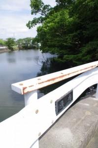 通橋と栄通神社の隣の池