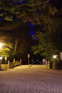 北御門口から望む火除橋および北御門参道