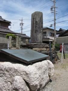 忘れ井と石碑(伊勢市大湊町)