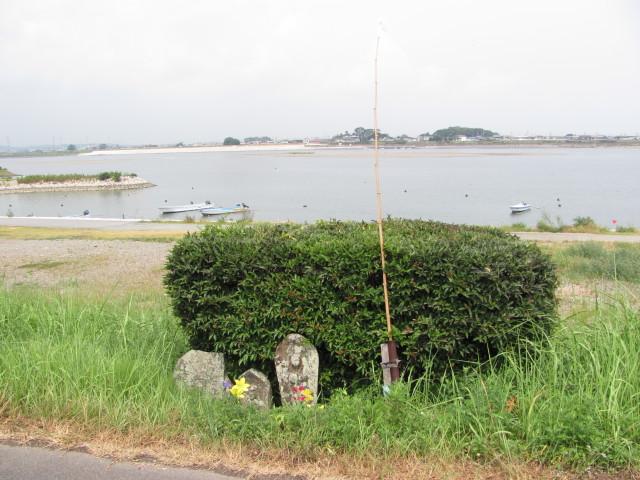 お地蔵さん(宮川右岸御薗中学校付近)