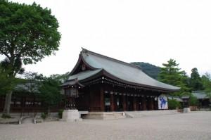 外拝殿(橿原神宮)と畝傍山