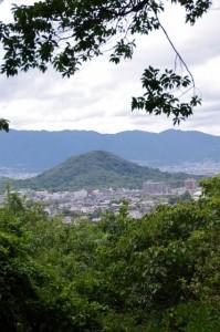 香久山山頂から望む畝傍山
