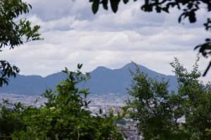 香久山山頂から望む二上山