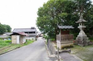 天香山神社前の道路