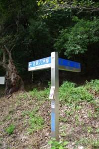 大和八木駅、耳成山の道標