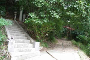 耳無山山口神社参道入口付近