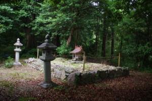 穴師神社跡(金剛座寺の裏山)