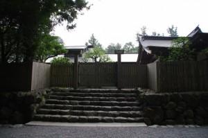 神札授与所の裏の門(内宮)