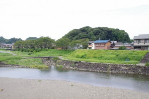 御側橋から望む宇治山田神社の社叢