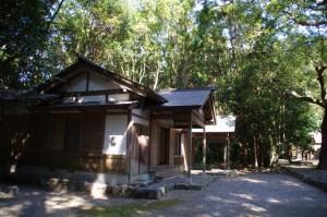 斎館(神服織機殿神社)