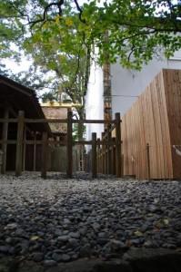 新御敷地に工事用の覆屋(多賀宮)