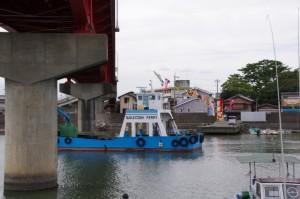 フェリーと太一御用船歓迎(神社港)