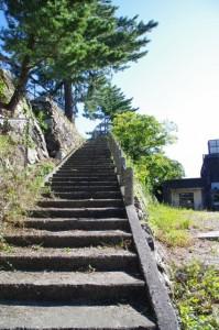 鳥羽城本丸跡への階段