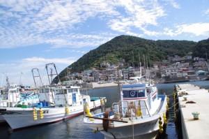 神島港の堤防から望む神島
