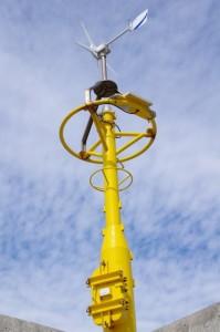 止まっている風力風向計(神島港)