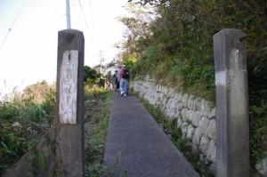 神島灯台の門