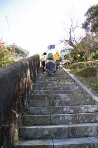 神島灯台への石段