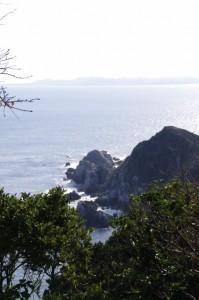 監的哨付近から望む弁天岬(神島)