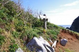 カルスト地形付近の道標(神島)