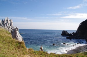 カルスト地形とニワの浜(神島)